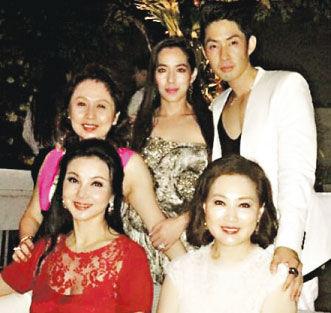 吴建豪与妻子在新加坡补办婚宴