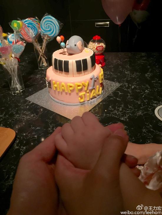 王力宏为女儿庆祝1周岁生日