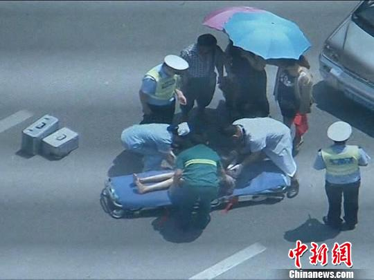 图为监控截图,事故现场。 交警提供 摄