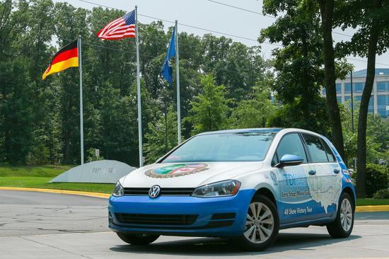 Volkswagen Golf TDI Clean Diesel 01