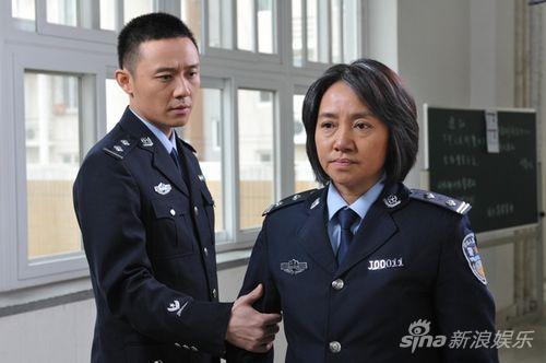 张博(左)《重案六组》剧照