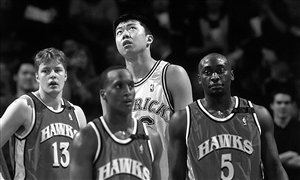 2001年,加盟小牛成首个登陆NBA亚洲球员