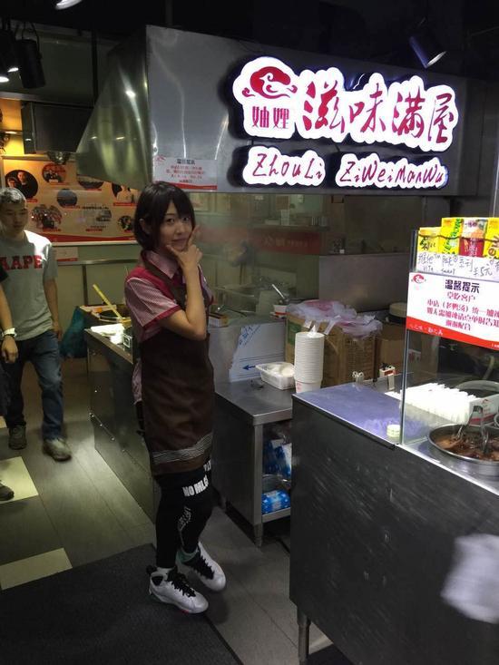 SNH48变身服务员