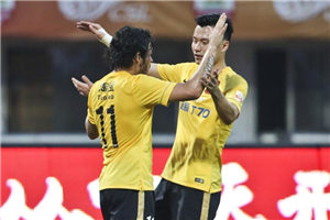 中超-高拉特两球暴力鸟首秀 恒大2-0客胜亚泰