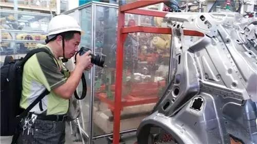 中国新闻摄影学会的摄影师们正在拍摄