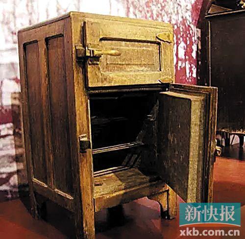 清代宫廷木质冰箱(故宫博物院藏)