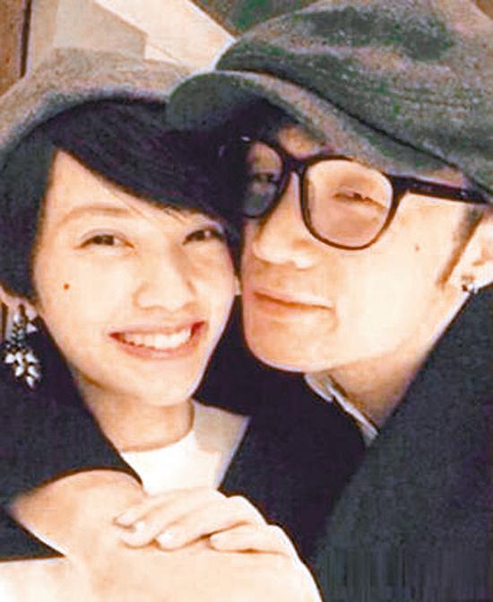 李荣浩上传与杨丞琳的亲密合照,爆出绯闻。