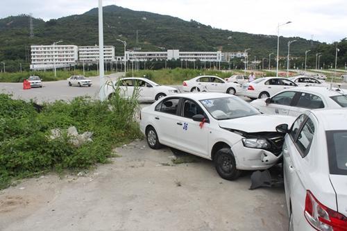 事故现场位于考场起步区