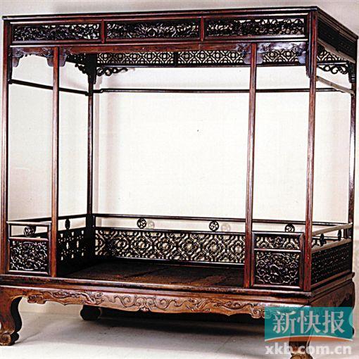 明 黄花梨六柱式架子床(上海博物馆藏)