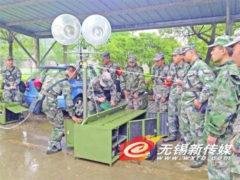 舟桥旅带来最先进防台抗洪设备。
