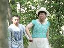 杜海涛穿花裙露粗腿