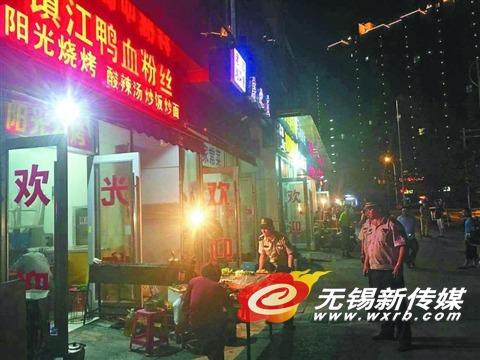 锡澄二村内的5家无证饭馆产生的油烟问题,让居民叫苦不迭。