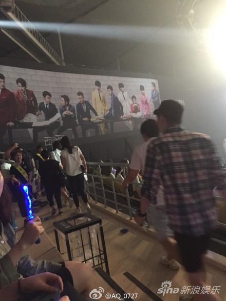 刘雯低调现身SJ演唱会