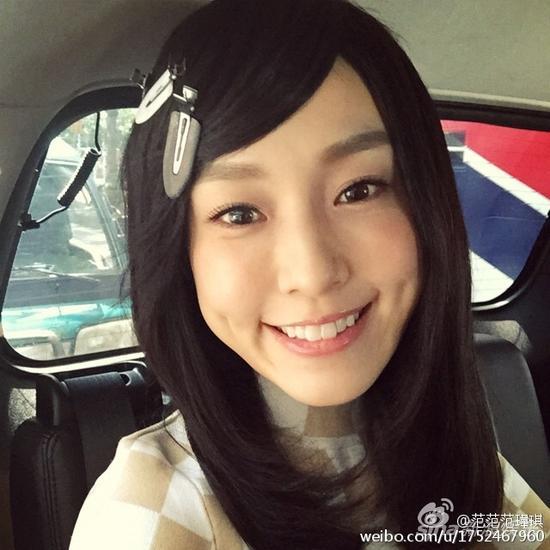 范玮琪斜刘海笑容甜