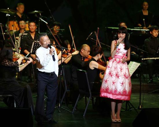 左宏元、戴韩安妮同台演唱《千年等一回》