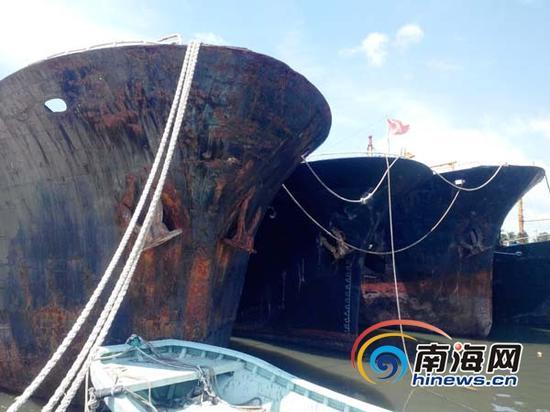 """将要被拆解的""""三无""""船舶(南海网记者刘培远摄)"""