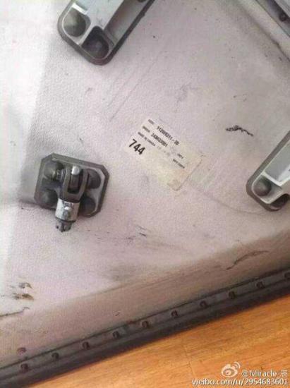 疑似波音777飞机零部件掉落松江