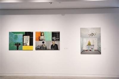 """""""旋构塔""""展览中展出的郭立军镜面不锈钢上油画《空间的记忆》。"""