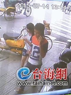 监控显示,林春菊和陌生男子消失在紫金药店门口
