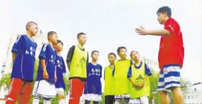 """内蒙古首位中超球员赵健退役后在包头成立了""""健将足球俱乐部"""",他希望足改新风能帮助更多的孩子走向职业赛场"""