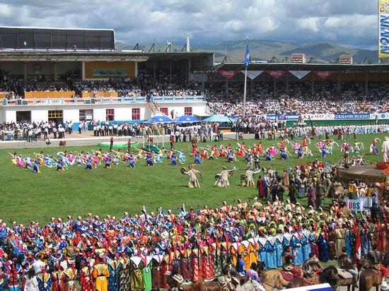 洋溢着民族特色的蒙古国足球联赛一景