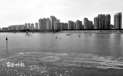 西河游泳场清淤泥