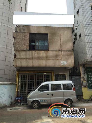 占用消防通道的两层违建南国都市报记者党朝峰摄