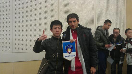 """2012年,天津队宠""""战神""""卢西亚诺加盟呼和浩特东进,内蒙古足球再次进入国人视线"""