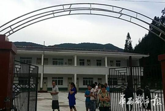 赵本山捐建芦山小学经过查验