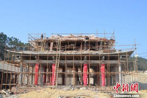 福建古雷庙宇的主体部分已完工,开始装修。 陈国财 摄