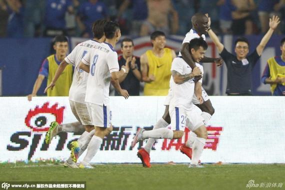 申花教练:1对1对手难防登巴巴 他彻底击溃了对手