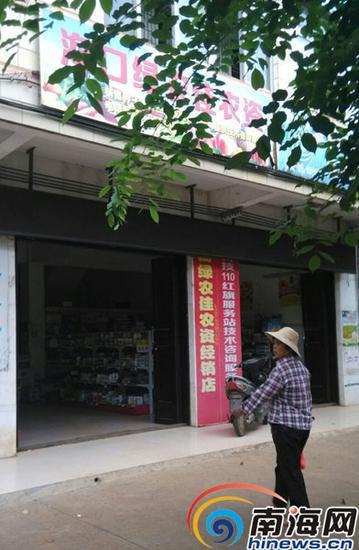 这家农资店的人称,必须在该店买种子才有肥料送。