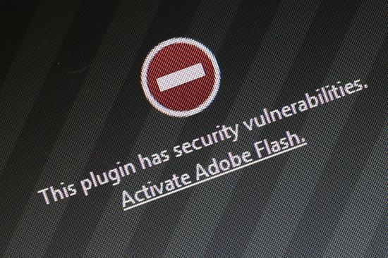 雅虎被黑:利用雅虎的广告网络,向访问雅虎网站的电脑发送了恶意代码。