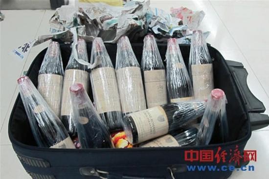 珠海拱北水客身藏带亿元红酒进境