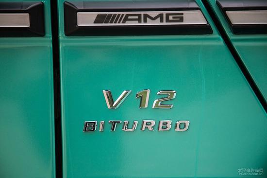 性感车模坐拥改装蒂凡尼奔驰G63 AMG