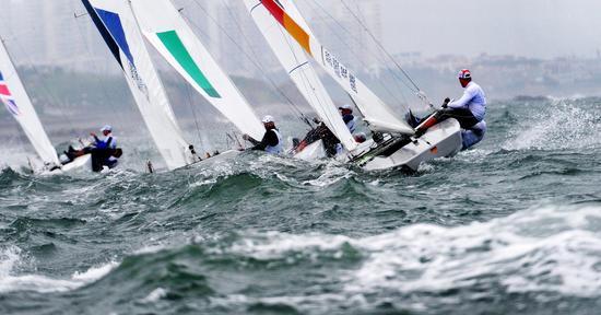 三大品牌赛事亮点多 开发增量赛事新突破   据了解, 2015海领杯青岛国际帆船赛设立珐伊28级、珐伊26级和龙子级三个级别,将于8月14日至16日在青岛奥帆中心比赛,在场地赛基础上,增加长距离 赛和绕岛赛。青岛国际帆船赛是国家体育总局批准的为数不多的国际性帆船赛事,自2009年创立以来已成为较具国际影响的帆船赛事。   2015市长杯海领国际帆船拉力赛设立博纳多F40级统一设计组,组织国内外高水平帆船运动队报名参赛。赛事将于8月8日至16日举行,囊括了场地赛和长距离拉力赛两种竞赛模式,将由青