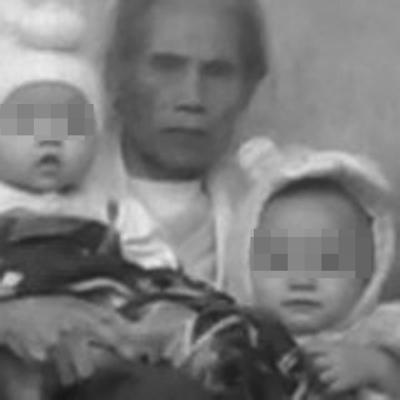 两个孩子和年迈的奶奶