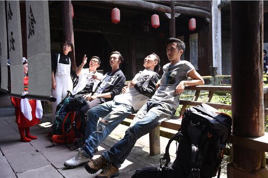 谢霆锋邀锋味家族合唱《回甘》全球首播|谢霆锋|锋味|美食_新浪娱乐_新浪网