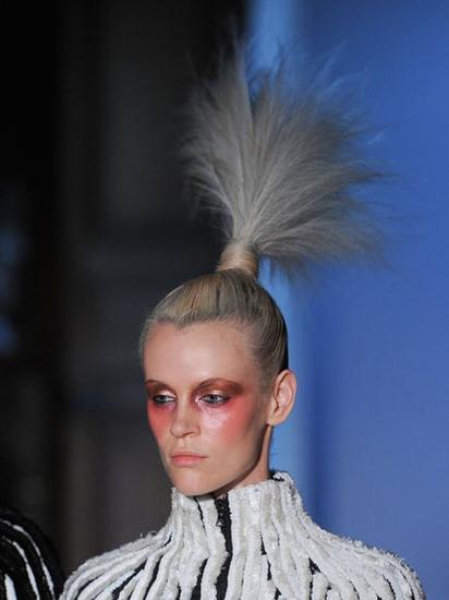 来自秀场的奇思妙想:另类发型也有朴实美