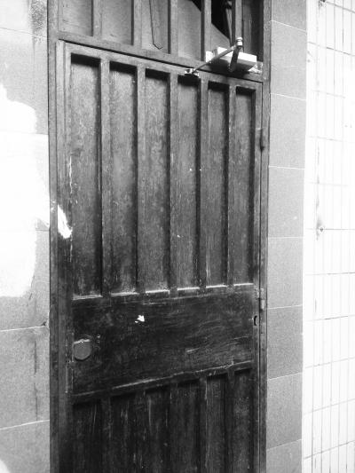 装了门禁系统的居民楼