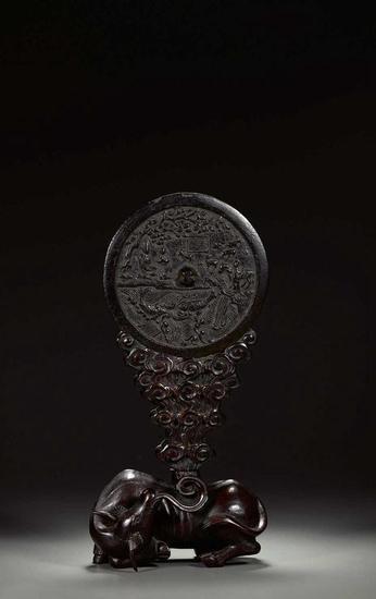 桃花流水人物纹吴牛喘月铜镜(拍品编号:1214)起拍价¥650,000    元;D:17cm;备 注:海外回流 PEACH BLOSSOM WATER CHARACTER COW MOON BRONZE MIRROR Yuan dynasty