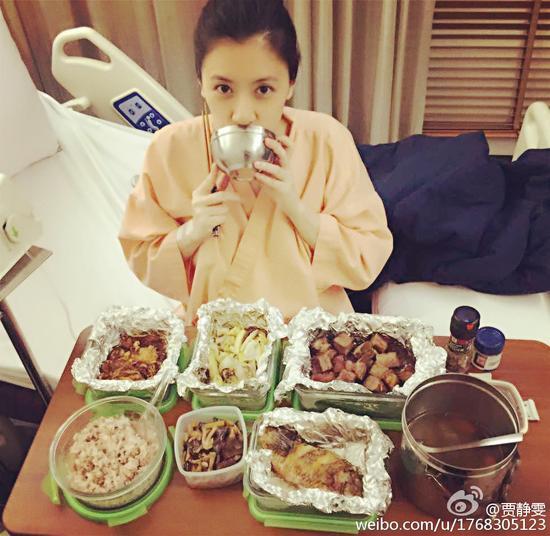 贾静雯安胎男友做营养餐