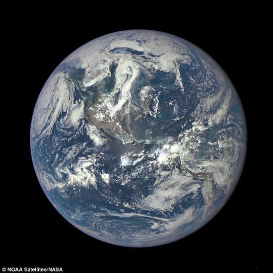小行星碰撞:地球板块构造、磁场南北极以及气候形成,都起源于地球早期的小行星碰撞,这次碰撞侵蚀了地壳外层。