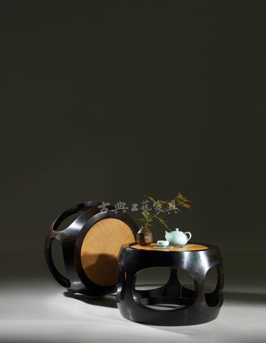 瓷瓶拿來插花,能體現自然含蓄的另類趣味。