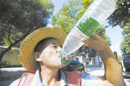江城高温补贴屡屡被蒸发 有人只领了一顶草帽