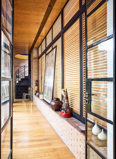 一楼客厅角落的楼梯|老洋房|上海别墅|豪宅设计_新浪