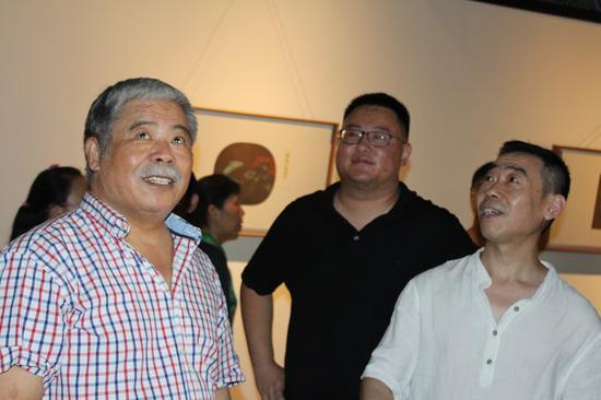 从左至右:学术主持杨建国;策展人、团城艺术馆馆长李超;艺术家丁学军
