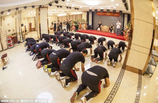 长春散打总教头收徒 32弟子行三叩九拜传统大礼