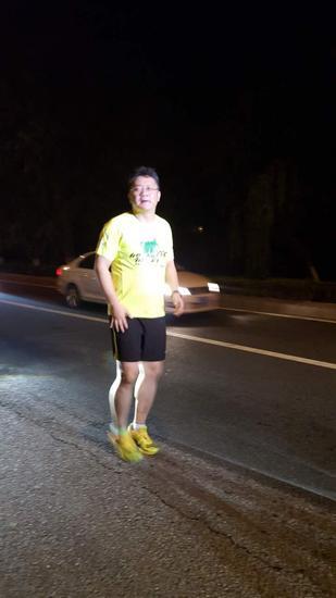 张斌在奔驰途中。