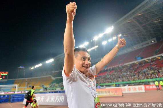 粤媒借穆帅赞宫磊为宫里尼奥:他是人生的赢家